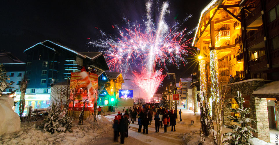 Photo: Val d'Isere Tourisme - Val d'Isere at night